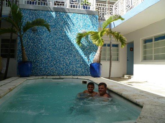 Aqua Hotel and Suites: Pileta ligeramente climatizada