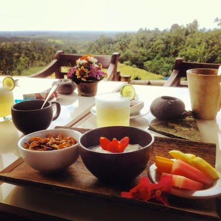 Village Above the Clouds : Uno de los espectaculares desayunos