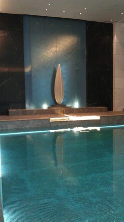 Hilton Istanbul Bomonti Hotel & Conference Center : Indoor pool