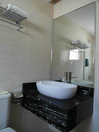 Metro Hotel KL Sentral: bathroom