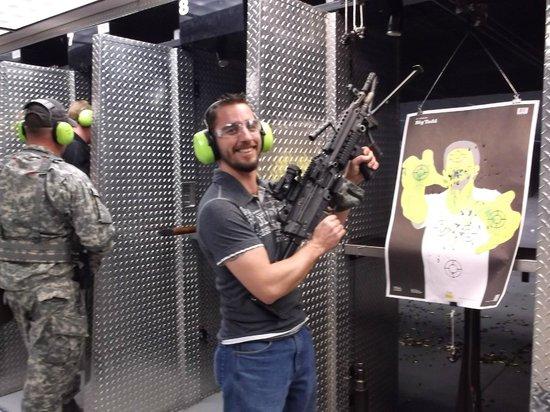 Battlefield Vegas: M-249 SOOOO much FUN!!!