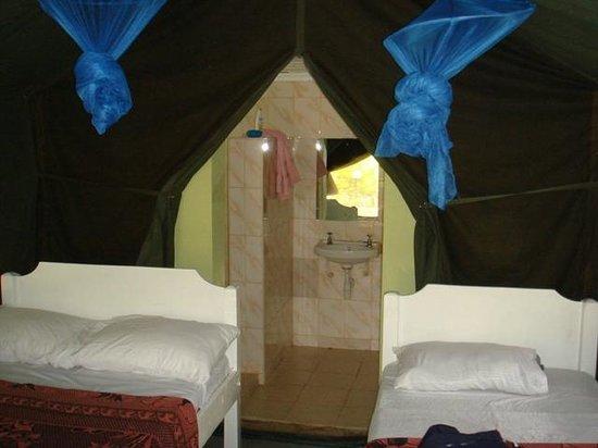 """Rhino Tourist Camp : Dans la """"tente"""""""