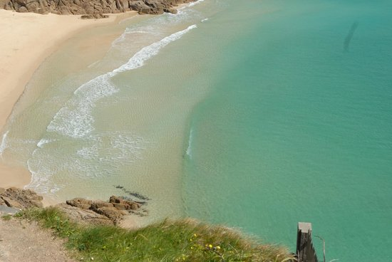 Halwell Lodge: Beautiful Porth Curno beach.