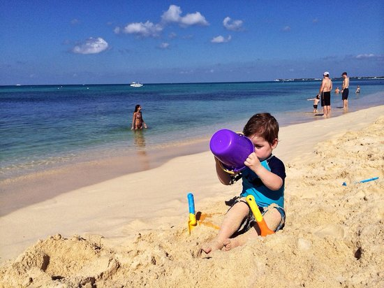Calico Jack's Bar & Grill: Gorgeous clean sand, perfect for the kids to play in