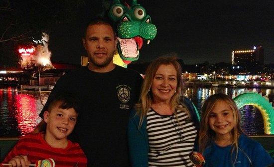 Disney Springs: Giant dragon made of Lego's