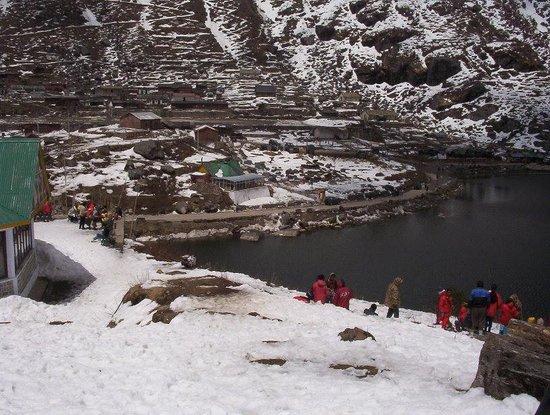 Tsomgo Lake: view of lake