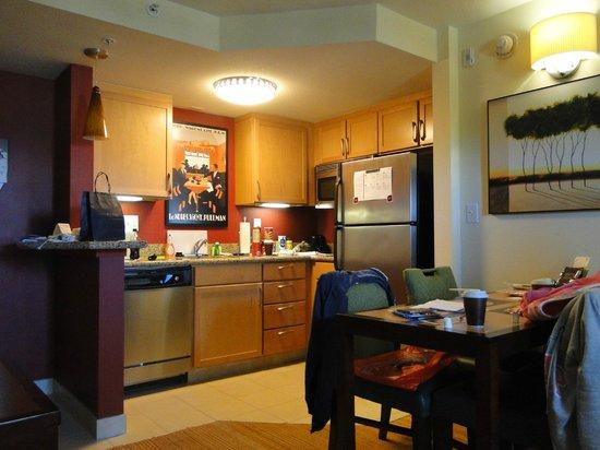 Residence Inn Fort Myers Sanibel: cocina comedor