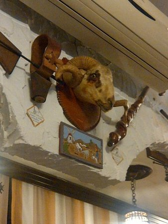 Restaurante Las Cumbres Meson del Cordero: The ram watching me as I devoured one of his relatives