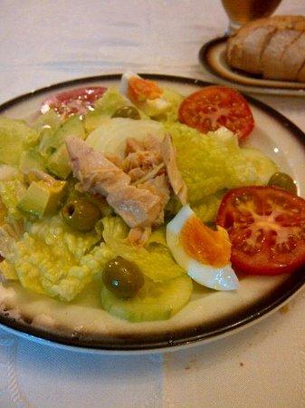 Restaurante Las Cumbres Meson del Cordero: The €8.10 salad plate..
