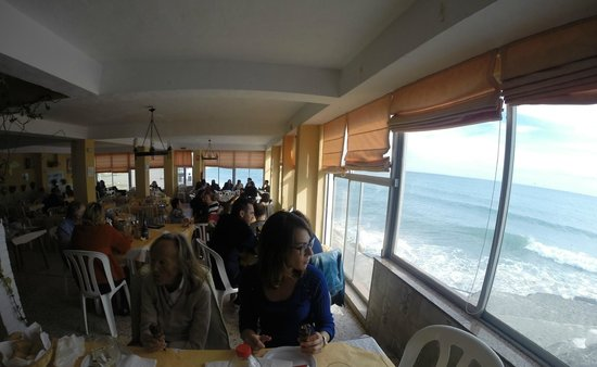 Restaurante Antonio Moreno: A dos metros del mar