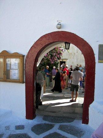 Monastery of Panayia Tourliani: Entrance