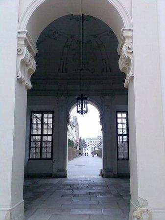 Belvedere Palace Museum : Вход в парк