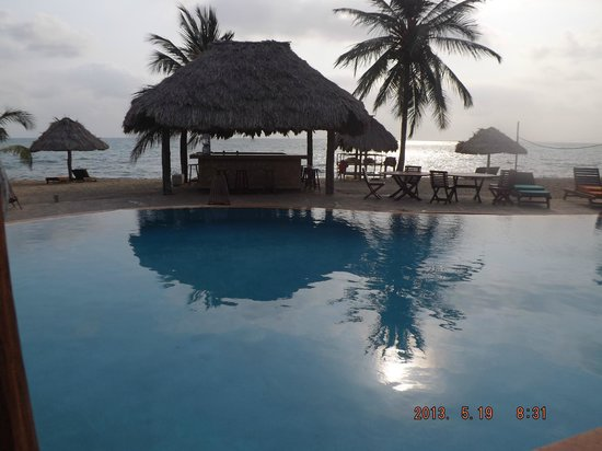 Belizean Dreams Resort: Enjoying the view from the dinner table