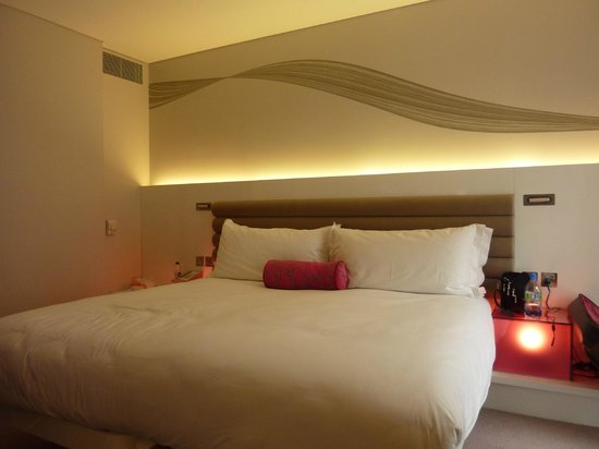 The Morrison, a DoubleTree by Hilton Hotel : contemporary design...comfy beds...