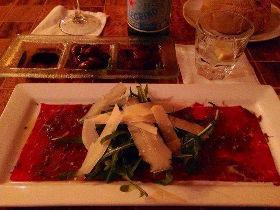Mantra Restaurant & Wine Bar: Veal carpaccio.