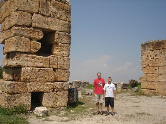 Hierapolis & Pamukkale: Ruins of Hierapolis in Turkey