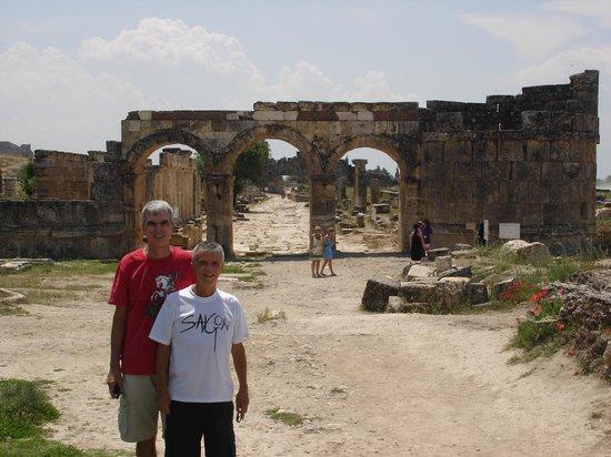 Hierapolis & Pamukkale: Hierapolis' main street in Turkey