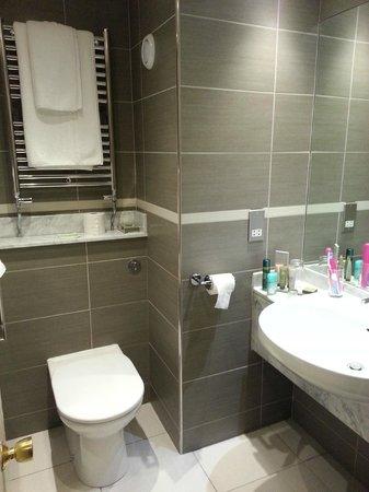 Ramside Hall Hotel, Golf & Spa: Lovely clean bathroom