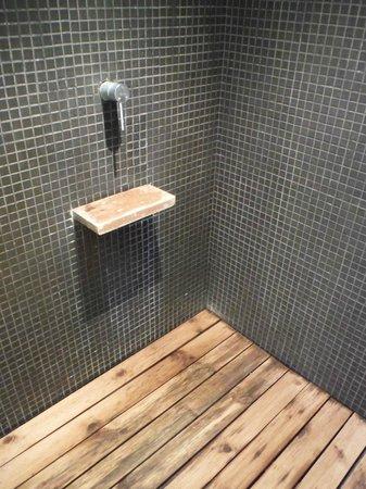 Bazoomhaus: Biohazard shower...