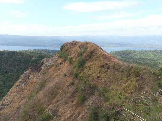 Taal Volcano: View of the narrow ridge leading to the steam vents