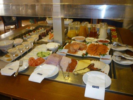 H10 Rubicon Palace: desayuno parte buffet parte carta (privilege)