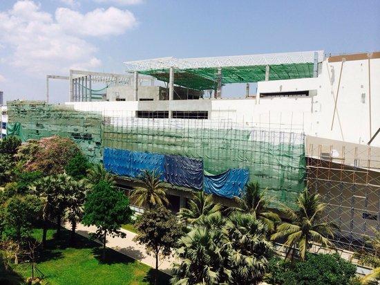 Sofitel Phnom Penh Phokeethra : Very nice vue from the 4 th floor  plus noise