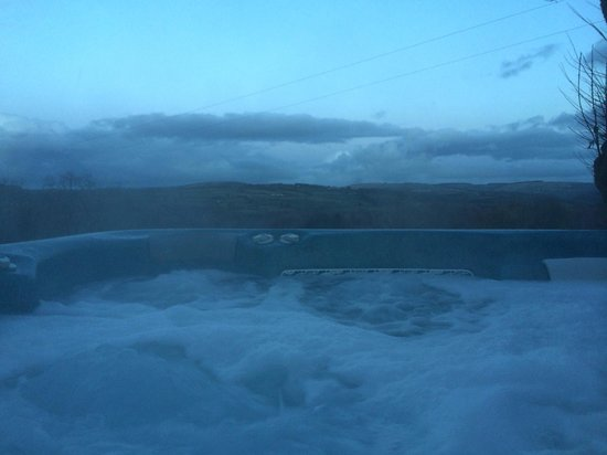Clydey Cottages Pembrokeshire: Outdoor Hot tub