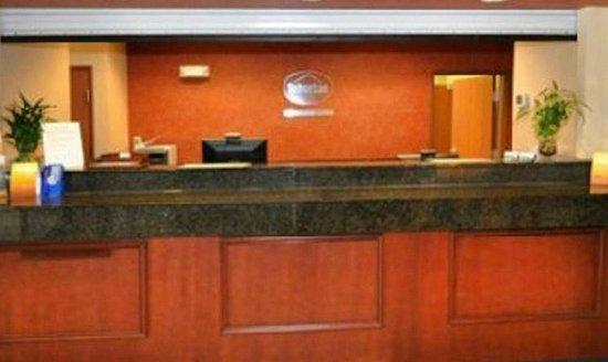 Home-Towne Suites Bentonville: Front Desk