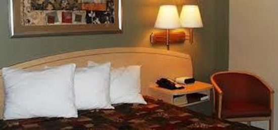 Home-Towne Suites Bentonville: King