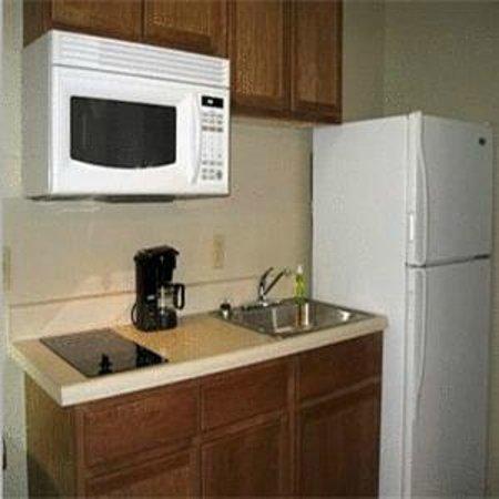 Home-Towne Suites Bentonville: Kitchen