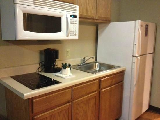 Home Towne Suites - Bentonville: Kitchen
