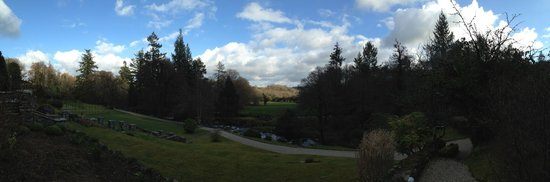 Gidleigh Park Hotel: Out front looking over the river.