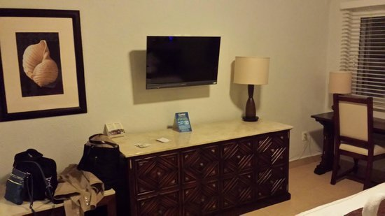 GR Caribe by Solaris: TV and counter (minibar in the unit)