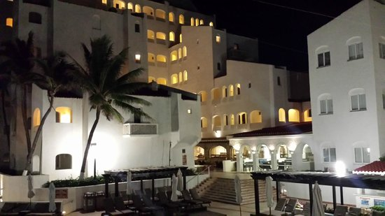 GR Caribe by Solaris: Night view of the hotel from outside our room.