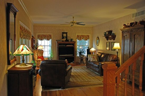 Yates House Bed & Breakfast : Main House Common Area
