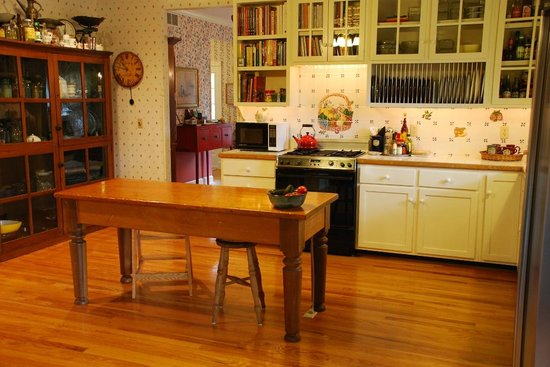 Yates House Bed & Breakfast : Main House Kitchen