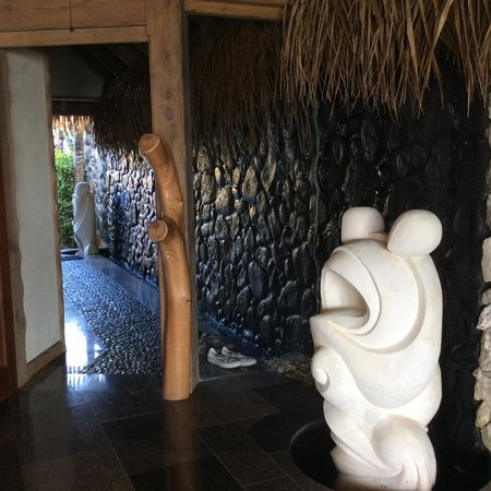 Aitutaki Escape: Best villa entrance ever