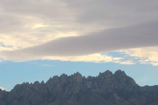Hotel Encanto de Las Cruces: a view of the Organ Mountains from our hotel window