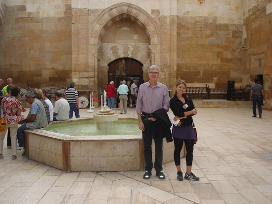 Saruhan Exhibition and Culture Center: Beautiful courtyard and fountain at Saruhan Caravanserai in Turkey