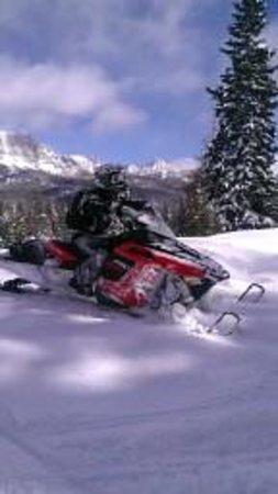 Stagecoach Motor Inn: Snowmobiling capitol!!