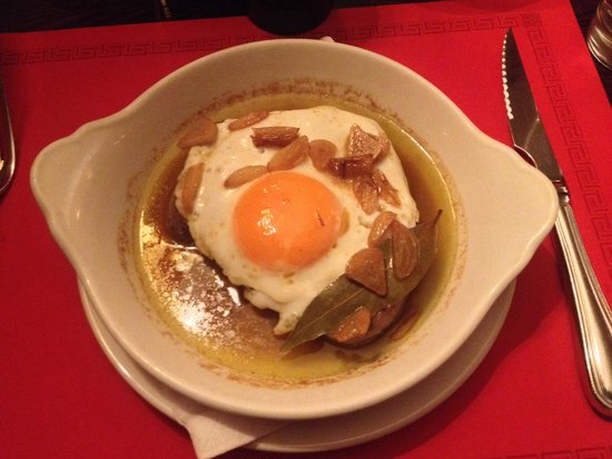 Cafe de Sao Bento : Portuguese style filet with a fried egg on top... Absolutely fantastic!