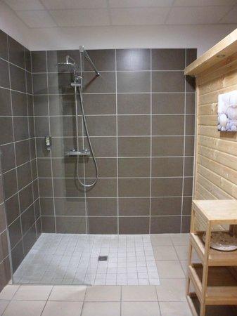 Appart'City Confort Montpellier Millénaire : jet d'eau du sauna