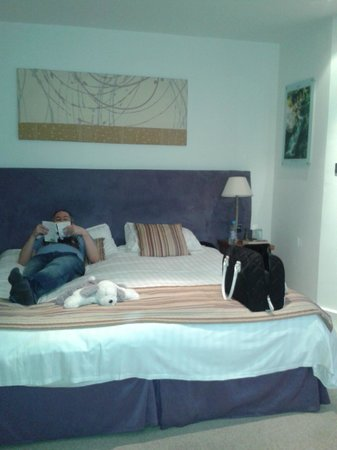 Waterhead Hotel: Massive bed!