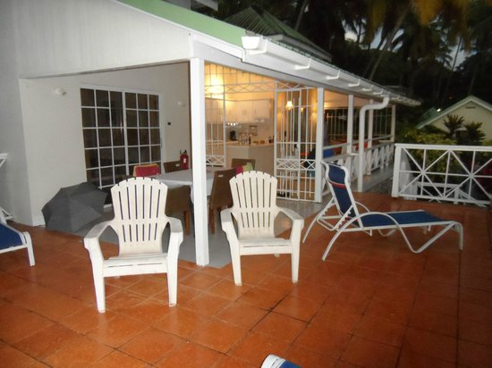 Marigot Beach Club and Dive Resort : Nice balcony in villa