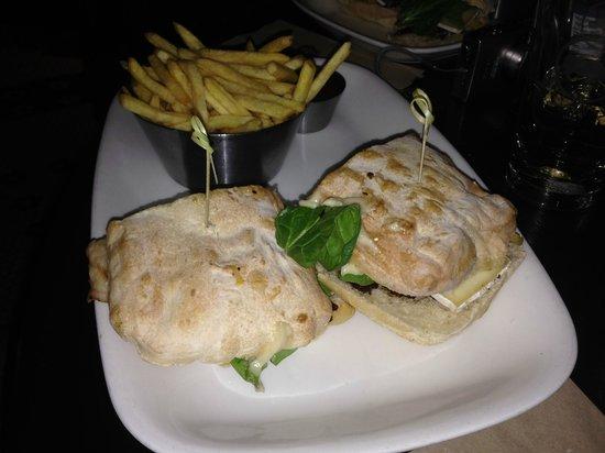 Earls: Sandwich mit Camembert und Feige