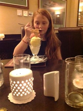 Battlesteads Hotel: Enjoying the lovely desserts!