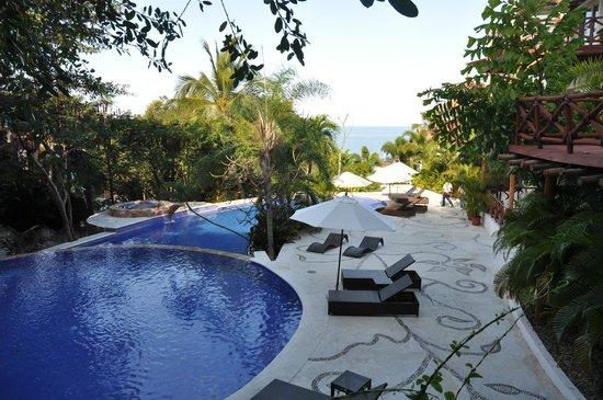 Pajaro de Fuego: Pools with an ocean view