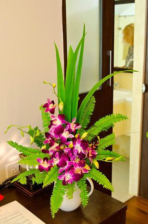 Koh Chang Paradise Resort & Spa: Fresh flowers in the bungalow