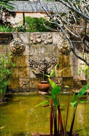Koh Chang Paradise Resort & Spa : Resort's garden