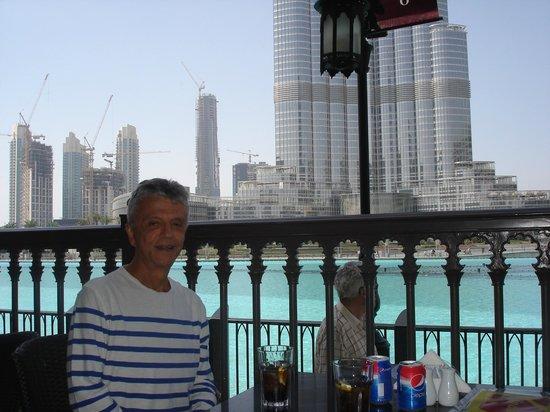 Dean & Deluca : Privileged view of Burj Khalifa and Dubai Fountains from Dean and Deluca restaurant in Dubai